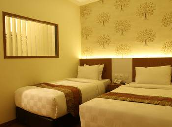 Deivan Hotel Padang - Superior Room Regular Plan
