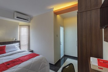 RedDoorz Plus @ Boulevard Panakkukang Makassar - RedDoorz Room Last Minute