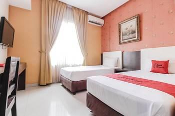 RedDoorz near Pasar Pagi Cirebon Cirebon - RedDoorz Twin Room Special Deals