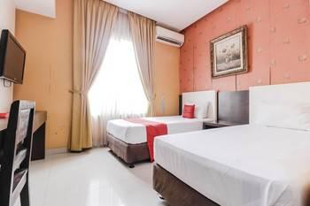 RedDoorz near Pasar Pagi Cirebon Cirebon - Deluxe Room 24 Hours Deal