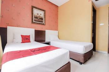 RedDoorz near Pasar Pagi Cirebon Cirebon - Deluxe Room with Breakfast Regular Plan