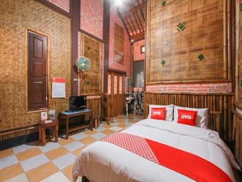 OYO 1725 Banyu Asem Residence Banyuwangi - Deluxe Double Room Regular Plan