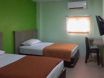 Guest House Anak Raja Pangkalan Bun Syariah by RedDoorz Kotawaringin Barat - Twin Room AntiBoros