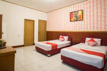 OYO 211 Seruni Guest House Bandung - Suite Triple Room Regular Plan
