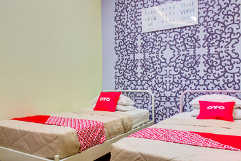 OYO 3418 Penginapan May Lindon Syariah Cianjur - Deluxe Twin Room Last Minute Deal