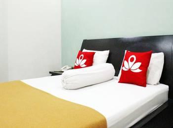 ZenRooms Near Mangga Besar 6 Utara Jakarta - Double Room Regular Plan