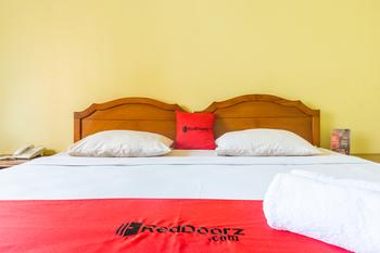 RedDoorz Plus near Brawijaya Museum Malang - RedDoorz Twin Room Regular Plan