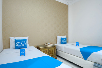 Airy Syariah Pelajar Pejuang 45 Bandung - Superior Twin Room with Breakfast Regular Plan