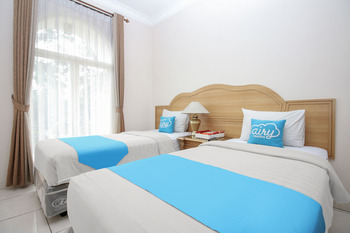 Airy Syariah Pelajar Pejuang 45 Bandung - Executive Twin Room with Breakfast Special Promo Nov 50