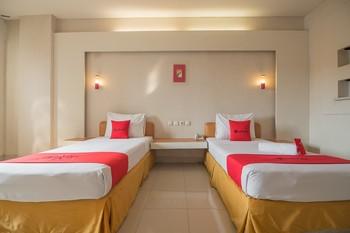 RedDoorz Plus near Kampung Gajah 3 Bandung - RedDoorz Room with Breakfast LM