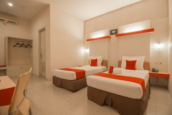RedDoorz Plus near Kampung Gajah 3 Bandung - RedDoorz Deluxe Twin with Breakfast Regular Plan