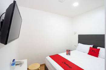 RedDoorz Plus near Danau Sunter Utara Jakarta - RedDoorz Room with Breakfast Pegipegi 12.12