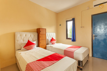 OYO 588 Richmond Guest House Cirebon - Standard Twin Room Regular Plan