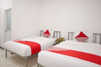 OYO 1306 Cendrawasih Homestay Padang - Standard Twin Room Regular Plan