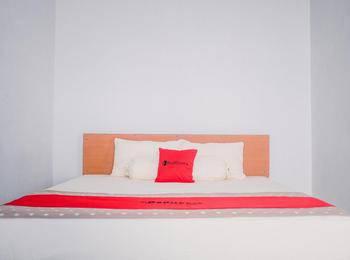 RedDoorz near Sirkuit Sentul Bogor - RedDoorz Room Basic Deal