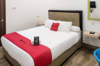 RedDoorz Plus @ Jalan Veteran Palembang Palembang - RedDoorz Room Basic Deal