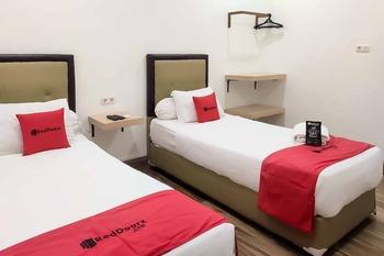 RedDoorz Plus @ Jalan Veteran Palembang Palembang - RedDoorz Twin Room Basic Deal