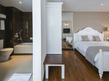 Yan's House Hotel Kuta - Grand Victorian Room Weekend Deal 40%