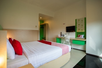 Capital O 949 Royal Park Hotel Samarinda - Deluxe Double Room Regular Plan