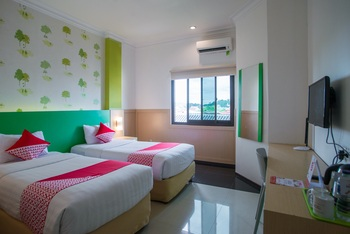 Capital O 949 Royal Park Hotel Samarinda -  Deluxe Twin Room Regular Plan
