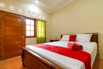 RedDoorz Syariah near Sisingamangaraja Yogyakarta - RedDoorz Room with Breakfast Regular Plan