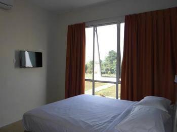 Blitz Hotel Batam - Deluxe Room Regular Plan