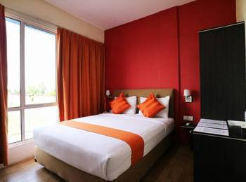 Blitz Hotel Batam - Deluxe Room Breakfast Included Minimum Stay 2Nights