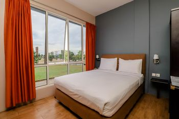Blitz Hotel Batam - Deluxe Room Breakfast Included Stay More, Pay Less