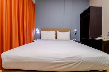 Blitz Hotel Batam - Deluxe Room Only Stay More, Pay Less