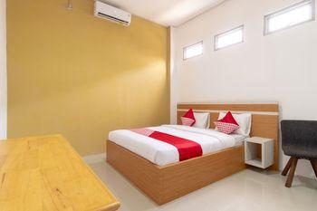 OYO 1400 Barat Residence Medan - Deluxe Double Room Regular Plan