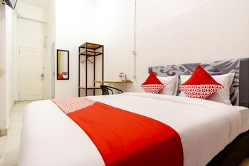 OYO 1400 Barat Residence Medan - Standard Double Room Regular Plan