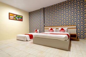 OYO 1400 Barat Residence Medan - Suite Triple Regular Plan