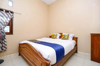 OYO 2430 Lisshaffa Homestay Jepara - Saver Double Room Regular Plan