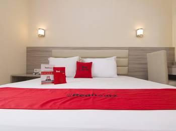 RedDoorz Plus near Universitas Diponegoro Semarang - Twin Room Regular Plan