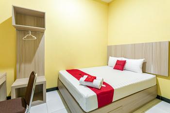 RedDoorz near Puro Mangkunegaran Solo - RedDoorz Room BASIC DEAL