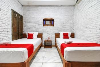 RedDoorz Plus near Pojok Beteng 2 Yogyakarta - RedDoorz Twin Room Last Minute Deal
