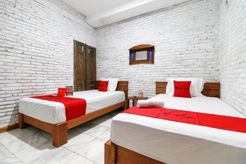 RedDoorz Plus near Pojok Beteng 2 Yogyakarta - RedDoorz Family Room with Breakfast Regular Plan