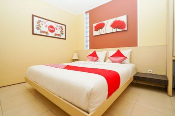 OYO 216 Elinoki Guest House Surabaya - Deluxe Double Room Regular Plan