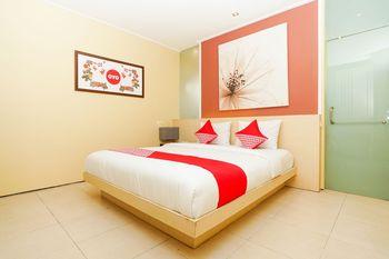 OYO 216 Elinoki Guest House Surabaya - Suite Double Regular Plan