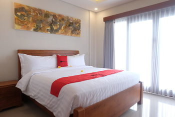 RedDoorz Plus near Canggu Beach Bali - RedDoorz Room Basic Deals Promotion