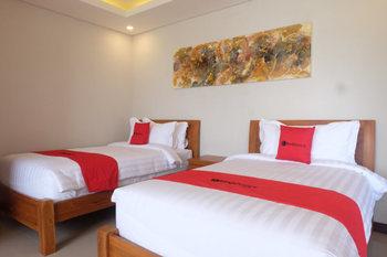 RedDoorz Plus near Canggu Beach Bali - RedDoorz Twin Room Basic Deals Promotion