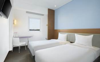 Hotel Amaris Madiun - Smart Room Twin Offer  Last Minute Deal