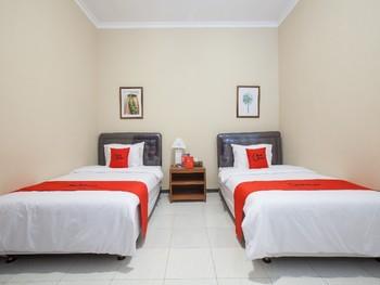 RedDoorz Plus @ Bukit Dieng Malang Malang - Twin Room LMD
