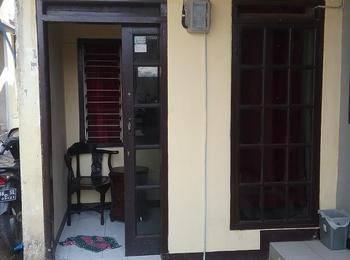 Budi House & Food Station Bandung - Economy Room - Twin Bed Regular Plan