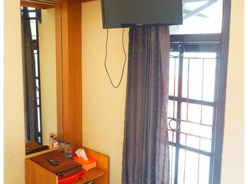 Budi House & Food Station Bandung - Economy Room - Double Bed Regular Plan