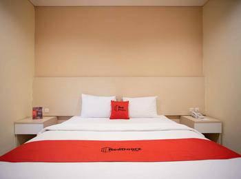 RedDoorz Premium @ Igloo Hotel Cikarang - RedDoorz Room 24 Hours Deal