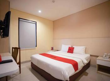 RedDoorz Premium @ Igloo Hotel Cikarang - Premium Room 24 Hours Deal