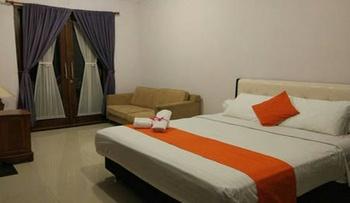 Villa Variz 2 Bandung - 3 Bed Rooms For 15 Guests Regular Plan