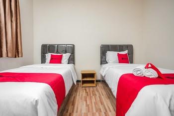 Reddoorz @ Danau Sentani Sawojajar Malang - RedDoorz Twin Room with Breakfast Regular Plan