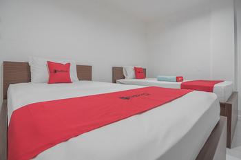 RedDoorz near Living Plaza Balikpapan Balikpapan - RedDoorz Room with Breakfast Basic Deal